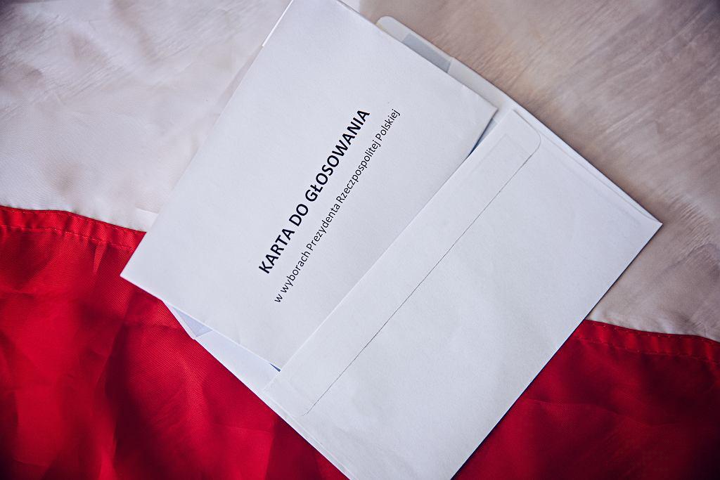 Karta do głosowania korespondencyjnego prawdopodobnie będzie podobna do tradycyjnej. Zdjęcie ilustracyjne, Daniel Jedzura/shutterstock.com