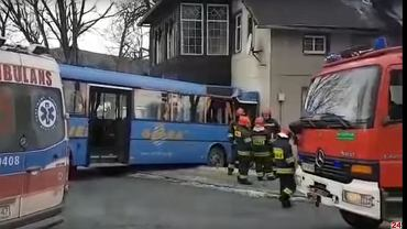 Karpacz, autobus uderzył w dom