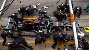 Oficjalnie: Lewis Hamilton zostaje w Formule 1! Długi kontrakt legendy Mercedesa