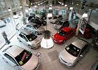 Wyprzedażowy zawrót głowy. Czy warto skorzystać z dużych obniżek cen samochodów na koniec roku?