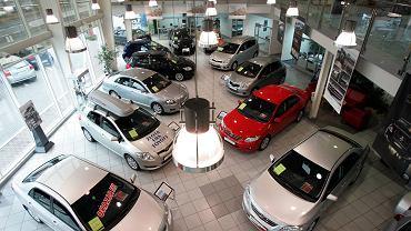 Szczeciński salon samochodowy jednej z japońskich marek.