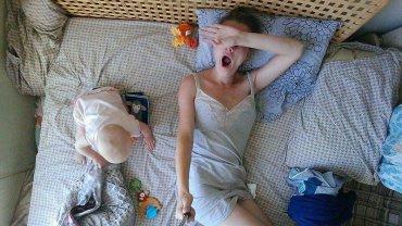 Pokazała swój typowy dzień: młoda matka z Moskwy z selfie stickiem