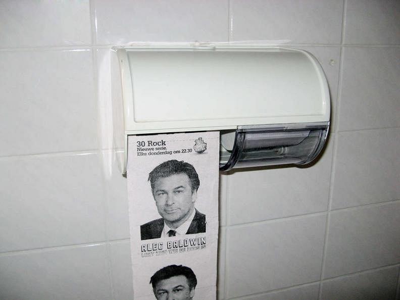 Alec Baldwin na papierze toaletowym