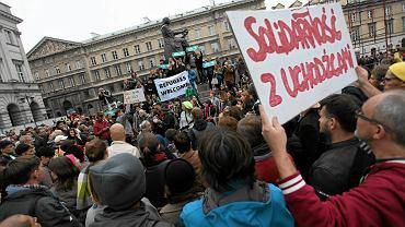 Manifestacja solidarności z uchodźcami w Warszawie