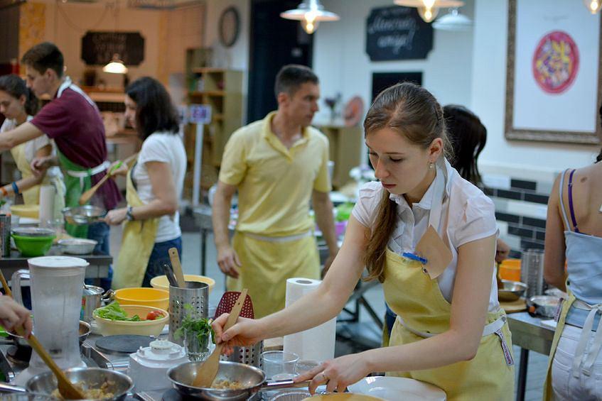 Moda Na Gotowanie Za Ile Naucza Gotowac Jak Wybrac Dobry Kurs Kuchni Tajskiej Indyjskiej Czy Robienia Burgerow