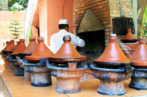 Tradycyjny marokański tadżin to potrawa i specjalne naczynie