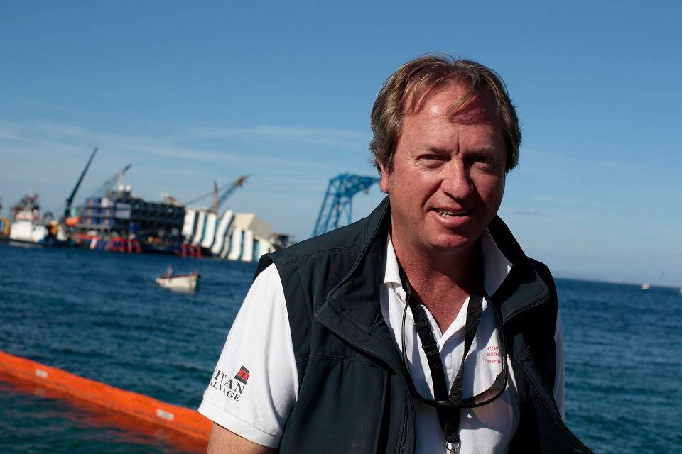 Zrobimy to teraz, albo nigdy - powiedział agencji AFP szef operacji, Nick Sloane. Przyznał, że kadłub statku jest coraz bardziej skorodowany i może nie przetrwać kolejnej zimy. Na zdjęciu: Nick Sloane
