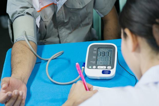 Polscy farmaceuci ostrzegają: popularne leki na nadciśnienie mogą zwiększać ryzyko zachorowania na raka skóry