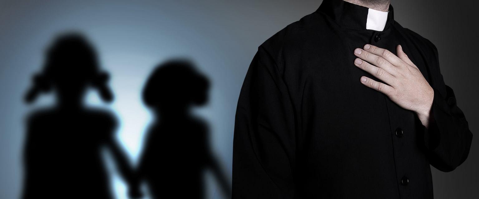 Duchowni albo całkowicie wyrzekają się swoich dzieci, albo ukrywają rodzinę przed światem (fot. Shutterstock)