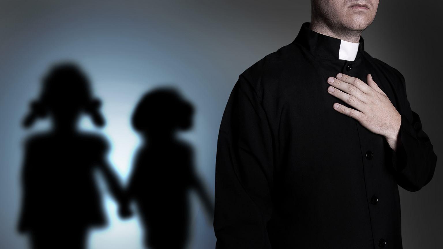 Duchowni albo całkowicie wyrzekają się swoich dzieci, albo ukrywają rodzinę przed światem