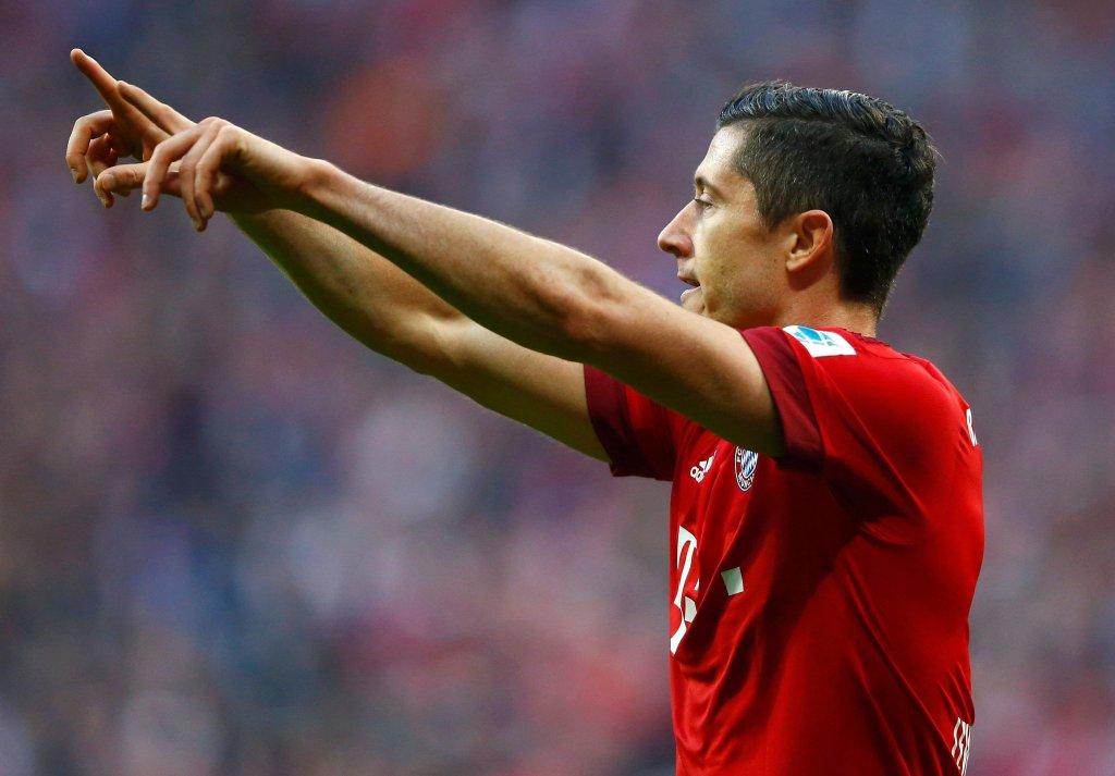 Robert Lewandowski w meczu Bayern - Schalke