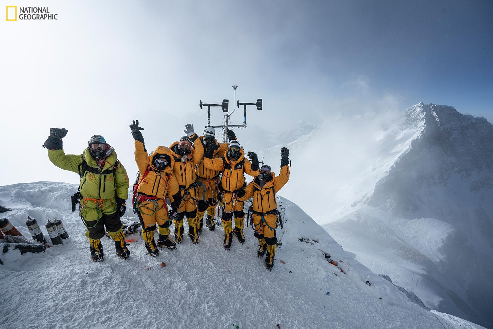 Głównym celem wyprawy na Mount Everest było zamontowanie dwóch stacji meteorologicznych i pobranie rdzenia lodowego na wysokości, na której dotąd tego nie robiono (www.NatGeo.com/Everest, fot: Mark Fisher/ National Geographic)