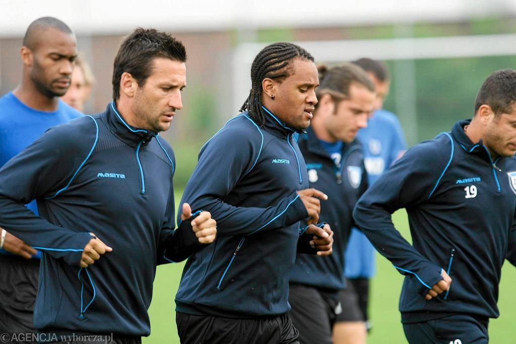 Od lewej Herold Goulon, nowy piłkarz Bernardo Vasconcelos, testowany Christophe Copel, Piotr Kuklis i Wahan Geworgian
