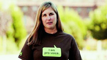 Aspen Baker - liderka, spikerka, współzałożycielka i prezeska organizacji non profit Exhale, która wspiera kobiety po aborcji