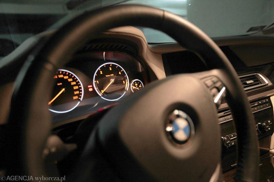 Deska rozdzielcza w samochodzie marki BMW - zdjęcie ilustracyjne