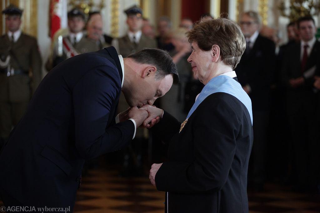 Prezydent Andrzej Duda podczas wręczania Orderu Orła Białego Zofii Romaszewskiej
