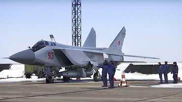 MiG-31 z pociskiem Kinżał
