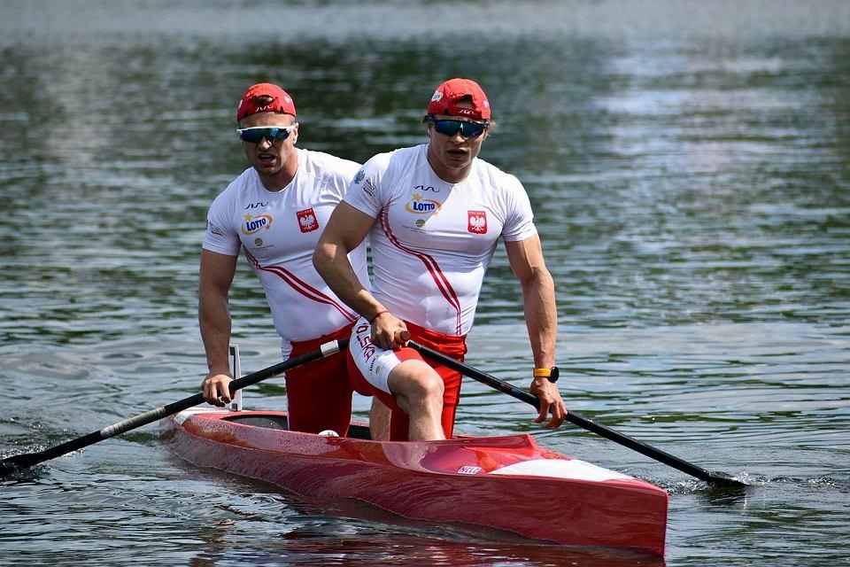 Polscy kanadyjkarze na igrzyska olimpiskie w Tokio. Na pierwszym planie Wiktor Głazunow (AZS AWF Gorzów), za nim Tomasz Barniak