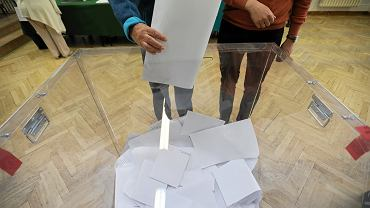 Urna wyborcza - Zdjęcie ilustracyjne
