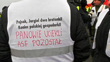 Rolnicy z Unii Warzywno-Ziemniaczanej zablokowali rano ruch na A2, w okolicach Brwinowa