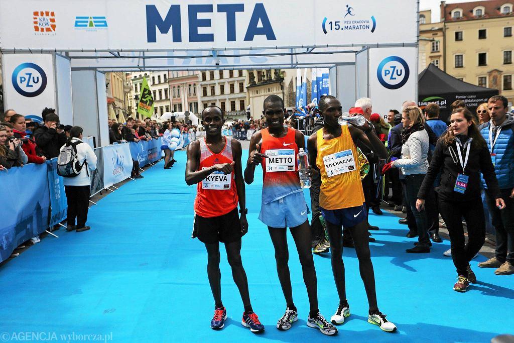 15. PZU Cracovia Maraton. Od lewej: zwycięzca Cosmas Mutuku Kyeva, David Kiprono Metto i Rotich Kipchirchir Elisha.