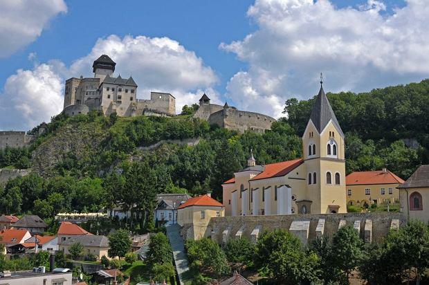 Zamki słowackie - zamek w Trenczynie / shutterstock