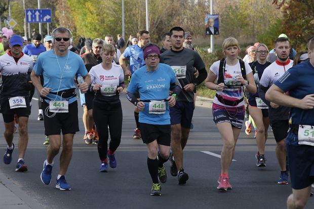 Zdjęcie numer 75 w galerii - Ponad 1200 biegaczy na starcie 37. Toruń Maraton, wygrał Łukasz Oskierko [ZDJĘCIA]