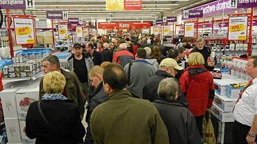 Ludzie robiący zakupy