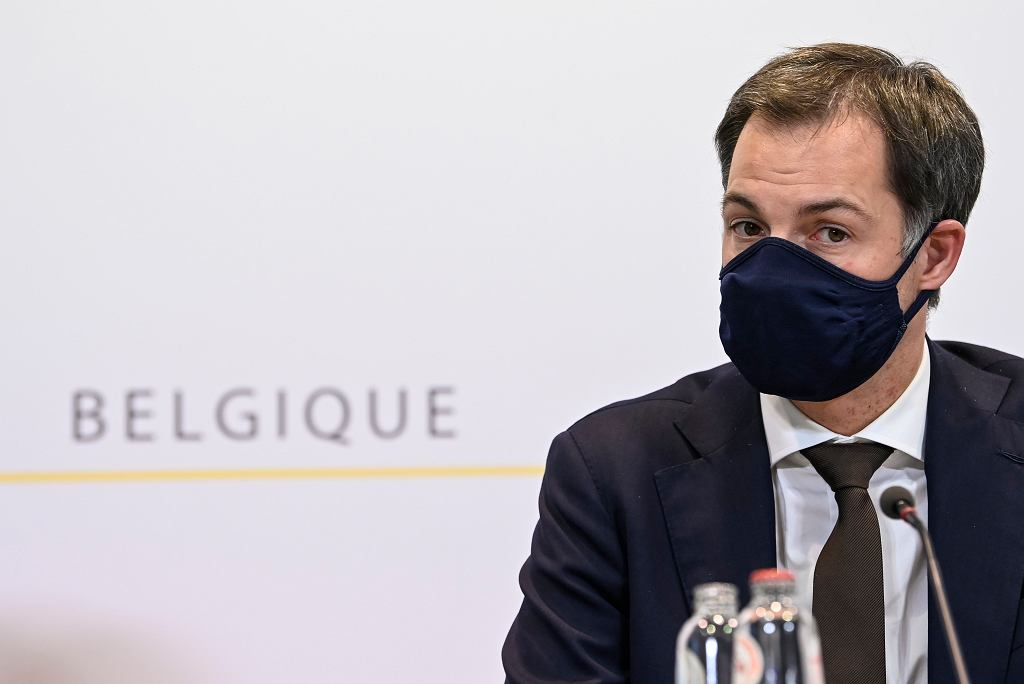 Belgia. Premier Alexander De Croo ogłasza nowe restrykcje.