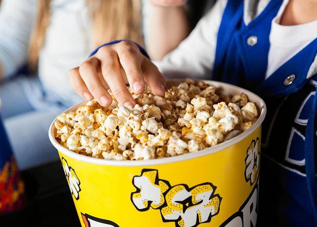 Dlaczego jemy popcorn w kinie, czyli krótka historia chrupania