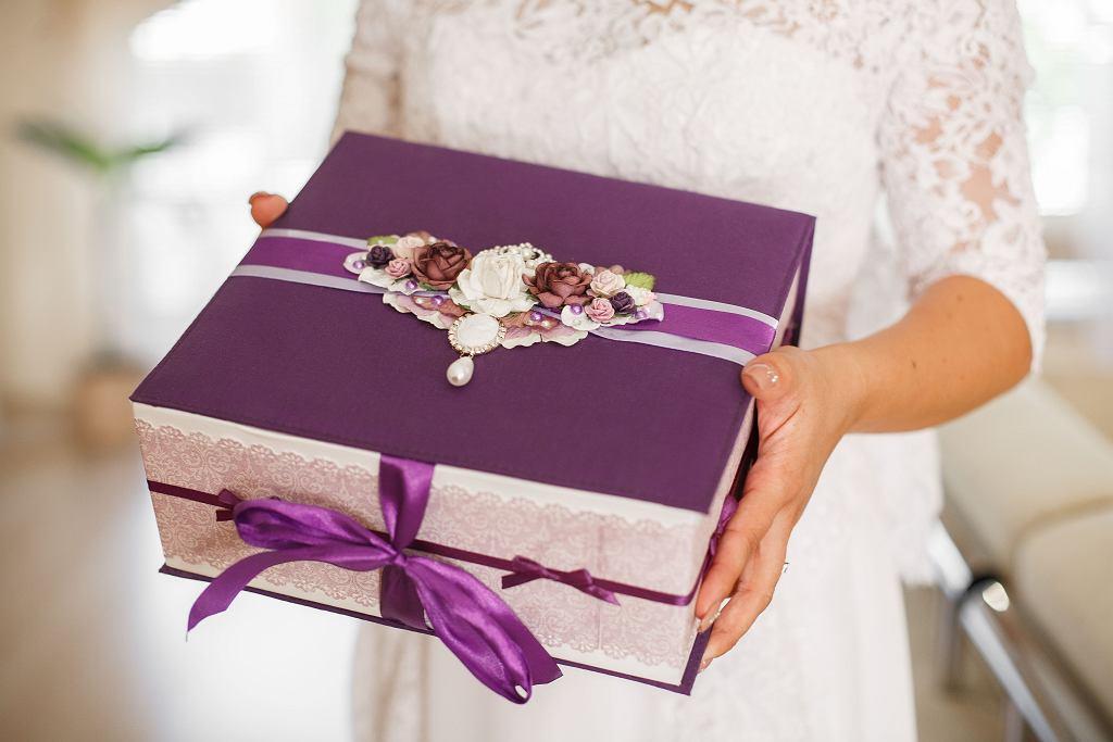Czego nie wypada dawać w prezencie ślubnym? 'Niektóre zachowania muszą się zmienić' (zdjęcie ilustracyjne)