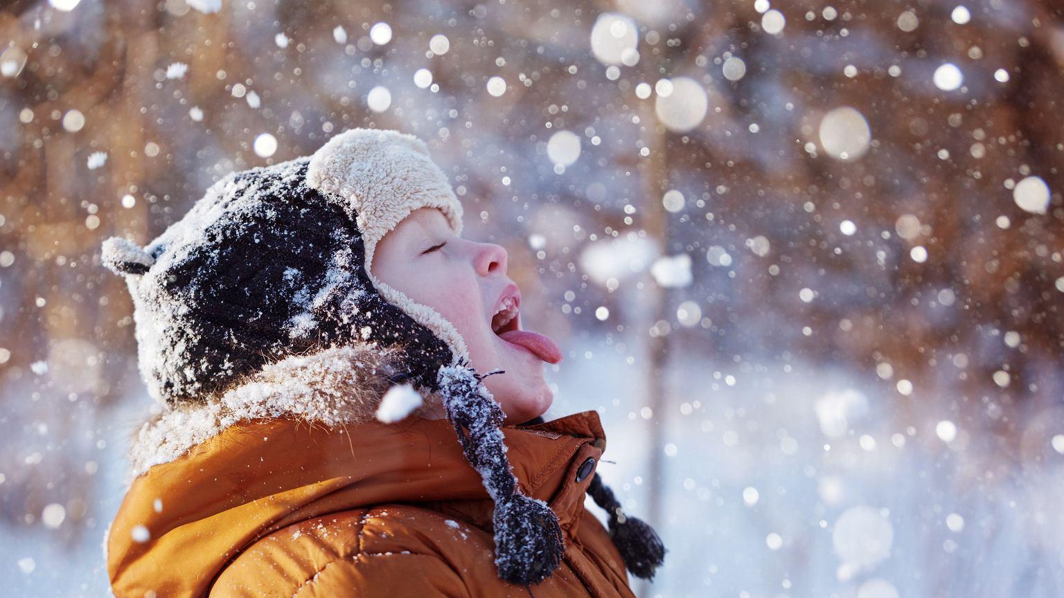 Bezpieczne Zabawy Na Sniegu W Co Sie Bawic Z Dzieckiem Na Dworze A Jakie Sa Zimowe Zabawy W Domu