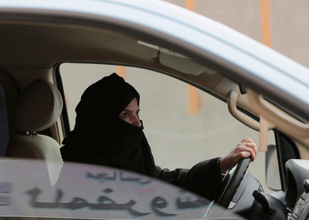 Arabia Saudyjska pozwoliła kobietom prowadzić samochody .