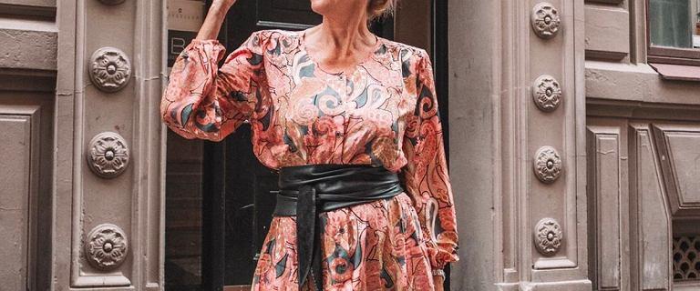 W tych sukienkach 50-tki wyglądają olśniewająco! Ta midi w kwiaty jest tania i zachwyca