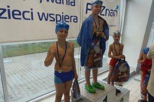 Pływanie. Zawody Gwiazdka 2015 - dzięki nim kolejni poznaniacy nauczyli się pływać