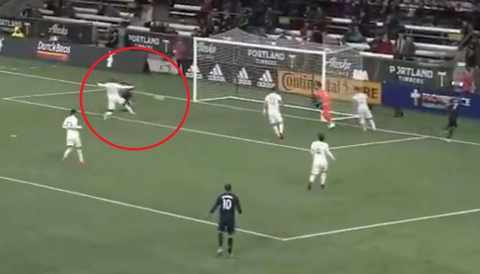 Adam Buksa zdobywa gola w sparingu z Portland Timbers
