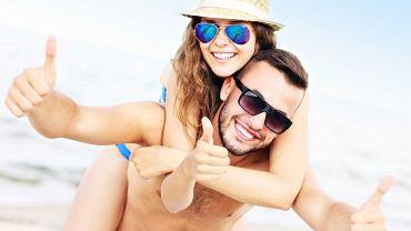Bez okularów lub soczewek kontaktowych z odpowiednim filtrem starzeją się powieki, bo promieniowanie UVA uszkadza włókna kolagenowe w skórze i na powierzchni oka