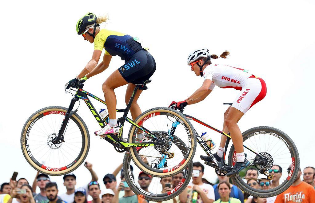 Szwedka Jenny Rissveds i Polka Maja Włoszczowska na czele wyścigu w kolarstwie górskim