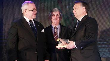 Premier Węgier Viktor Orban (z prawej) podczas uroczystości 25 lecia Krajowej Izby Gospodarczej