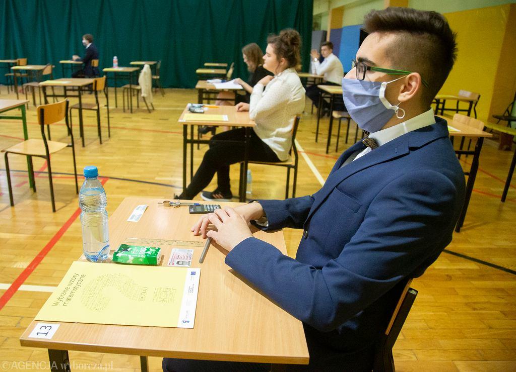 Maturzyści w IV Liceum Ogólnokształcącym w Białymstoku