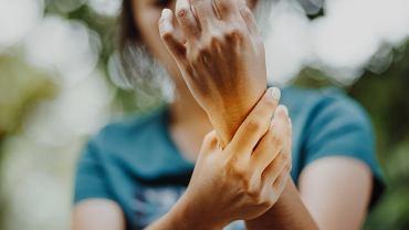 Zapalenie stawów to grupa schorzeń, w których dochodzi do zniekształcenia, ograniczenia ruchomości i uszkodzenia stawów.
