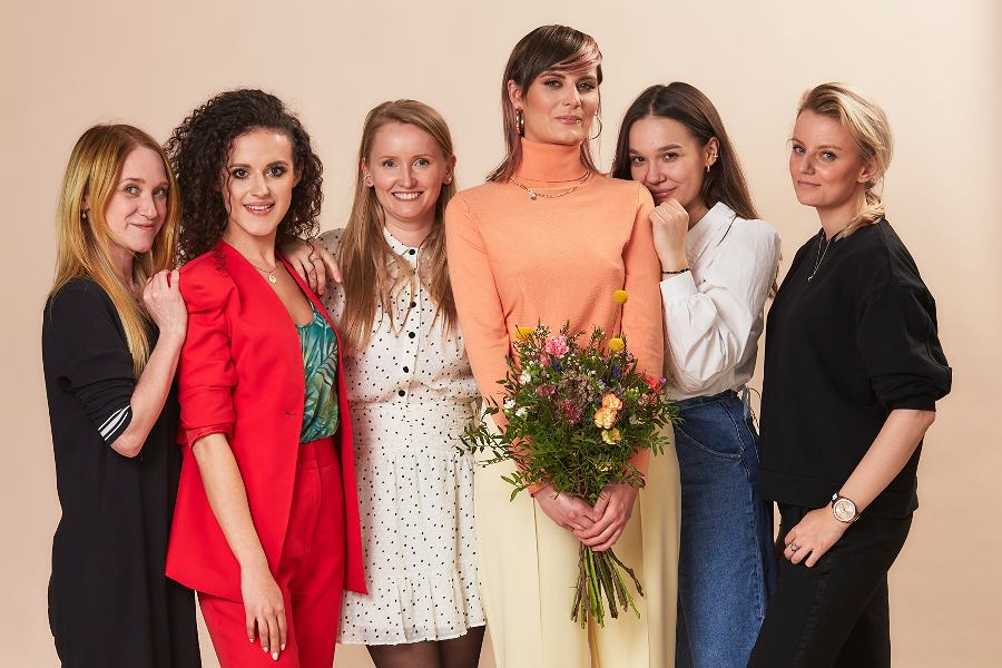 Od lewej: fryzjerka Justyna Buła, Joanna Szczurek - Avanti24, Katarzyna Żechowicz - Avanti24, Monika, Wiktoria Nestoruk - Avanti24, makijażystka Kamila Jodko