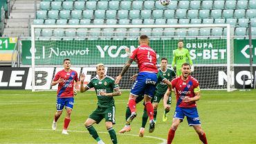 W ostatni weekend piłkarze Ekstraklasy grali przy pustych trybunach. Na zdjęciu mecz Śląsk Wrocław - Raków Częstochowa (1:1)