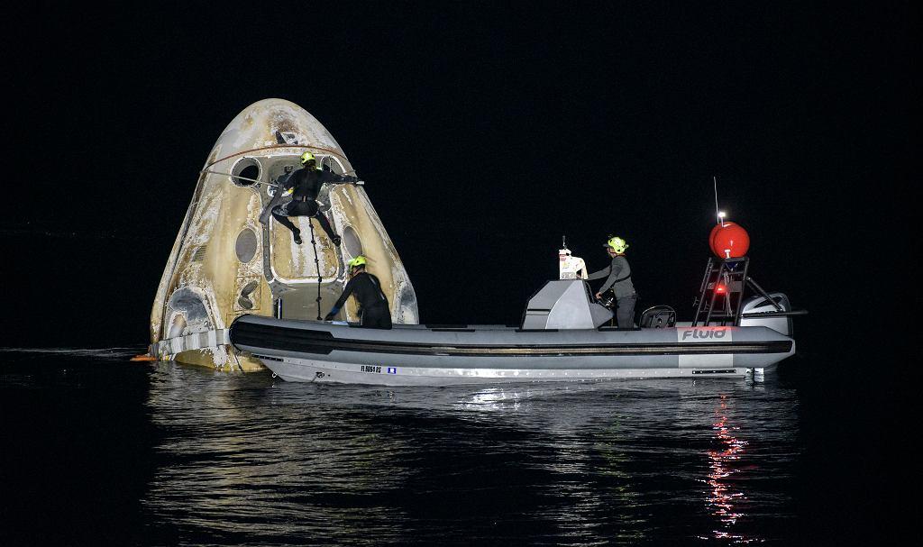 Powrót misji NASA i SpaceX na Ziemię.