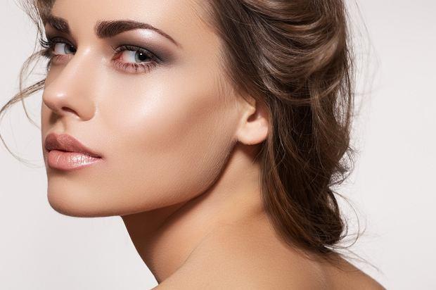 baza rozświetlająca pod makijaż