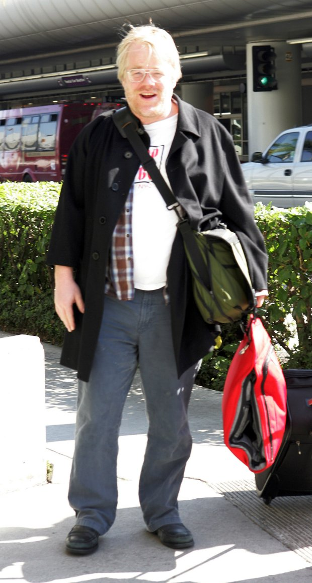 021006_MSFL LOS ANGLES, CA - FEBRUARY 10: Philip Seymour Hoffman arrives at LAX. February 10, 2006 in Los Angles, California (Photo by Storms Media Group) People; Philip Seymour Hoffman Must call if interested Michael Storms Storms Media Group Inc. 305-632-3400 - Cell MikeStorm@aol.com
