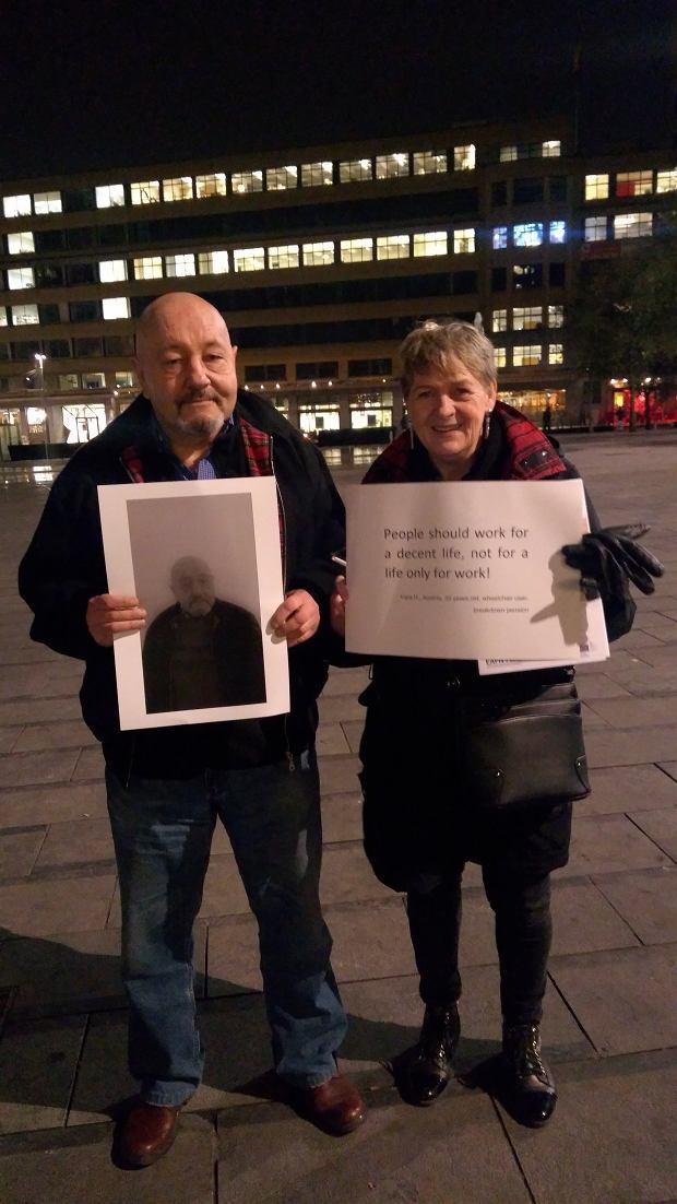 Paweł Ilecki aktywnie bierze udział w działaniach na rzecz osób bezdomnych. Jest członkiem kilku organizacji charytatywnych, które działają w tym kierunku. Ostatnio pojechał do Krakowa na spotkanie z radnym Łukaszem Wantuchem.