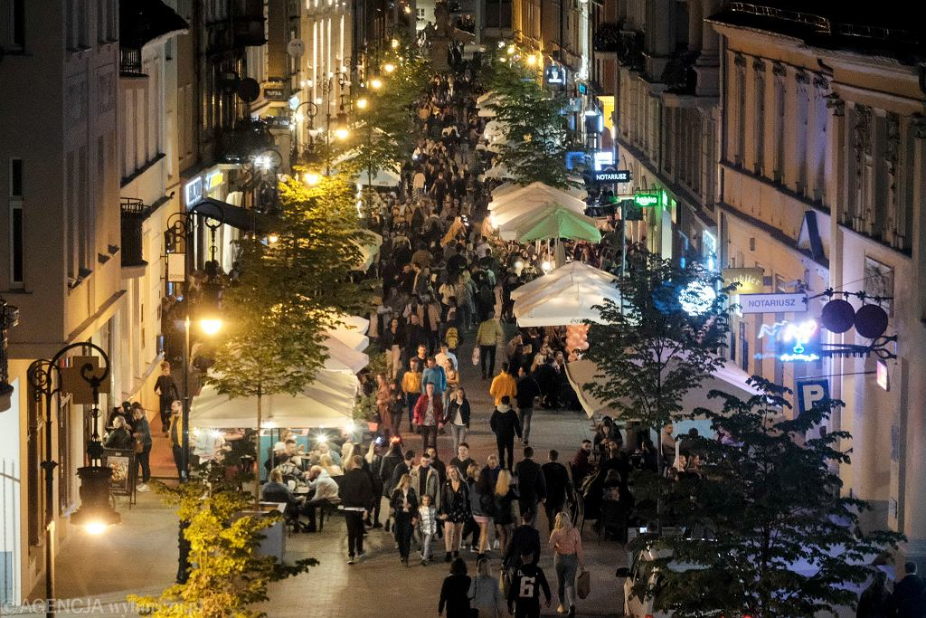 Otwarcie ogródków przy restauracjach po lockdownie w Poznaniu