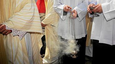 Księża i ministranci (zdjęcie ilustracyjne)