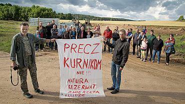 11 lipca 2019, Kruszyniany. Grupa osób z gospodarstw agroturystycznych i miejscowości najbliższych Kruszynian, która zorganizowała się w proteście przeciwko budowie przemysłowych kurników
